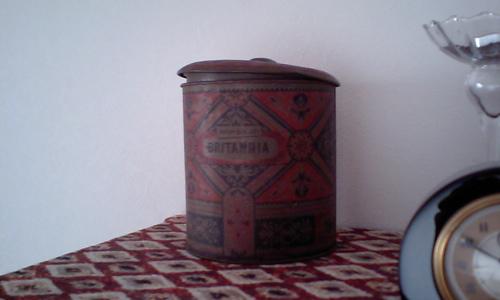 ビスケット缶2