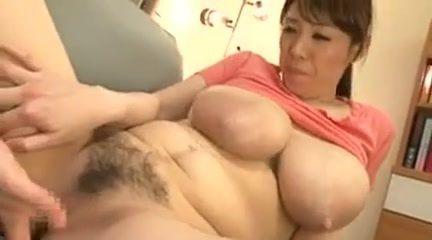 【ぽっちゃり・デブ動画】母乳が噴出する爆乳お母さんとミルクまみれの濃厚ファック!