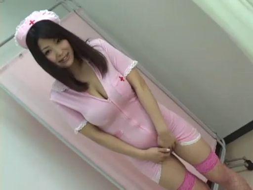 【ナース ぽっちゃり・デブ動画】ピンク色のお下品ナース!生々しい巨乳を見せつける!