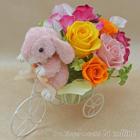 バラとスイートピーを運ぶうさぎの三輪車【プリザーブドフラワーアレンジ】