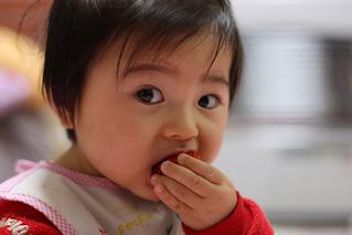 絢子イチゴ食べる090203-1