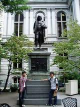 ベンジャミンの像