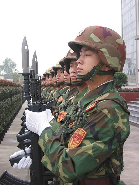 【ベトナムエロ天国:ラオカイ・幻岬を目指す旅~その15~】 兵士に制止されるスパン野郎-「あ、これヤバいやつかも。」
