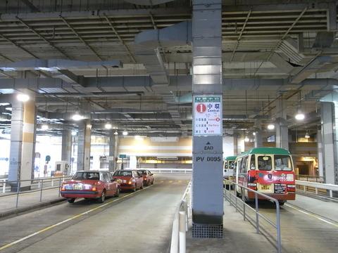 HK_Peak_Galleria_山頂廣場_Car_park_Minibus_Terminus_Taxi_Strand