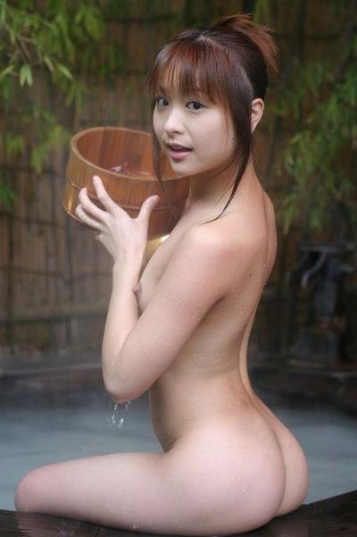 夏でも温泉っていいよ。お尻でエロエロなお誘い。【管理人の妄想日記?!】