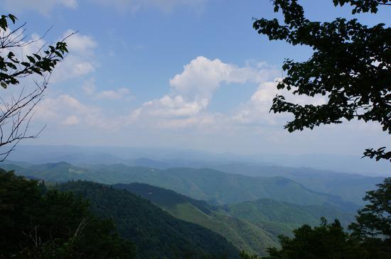 遠くまで続く山々