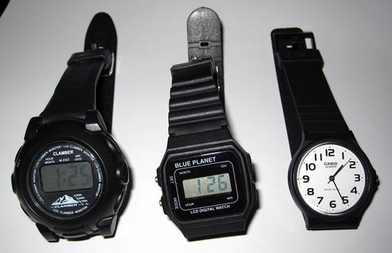 CASIOとダイソーの腕時計