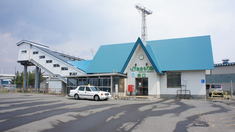 Aomori_Station_building_(West_Exit)
