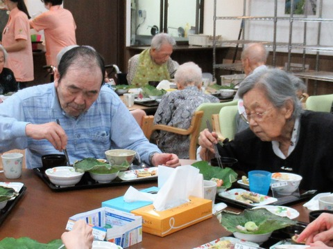 食事風景坂口さんと池田さん