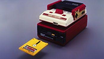 今思うとファミコンのディスクシステムって短命に終わったけど何が原因だったんだろ?
