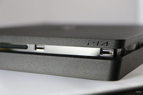 PS4Slim_011