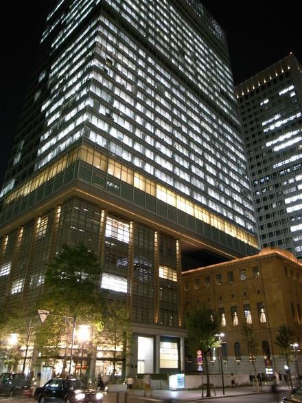 上:三菱UFJ信託銀行本店ビル、下:日本工業倶楽部会館