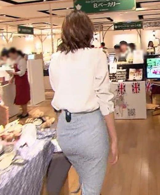 斎藤真美アナ タイトスカートのお尻がエロい