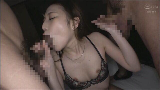 SEX依存症のお姉さん、上下の穴でチ〇ポを咥えて大絶頂!!