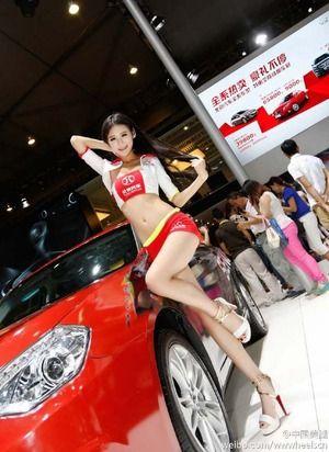やっぱ香港&台湾のモデルコンパニオンはスラリと長いエロ脚してますなぁwww