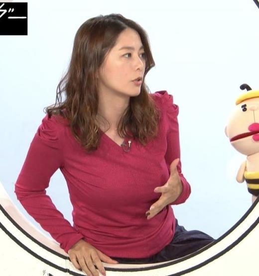 杉浦友紀アナ 巨乳を自分で揉みそうな画像