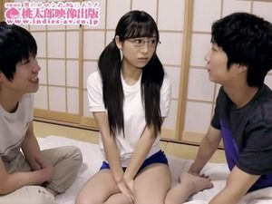 メガネが似合う黒髪美少女JKとのスクミズ&ブルマ性交はいいね!