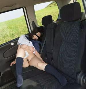 【清楚系ビッチ】清楚巨乳なJKの車内ヌードが犯罪臭がして卑猥www