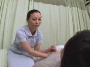 『お姉ちゃんでもいい…?』もう我慢の限界!入院続きで勃起が止まらないことを担当看護師の姉に相談した結果…