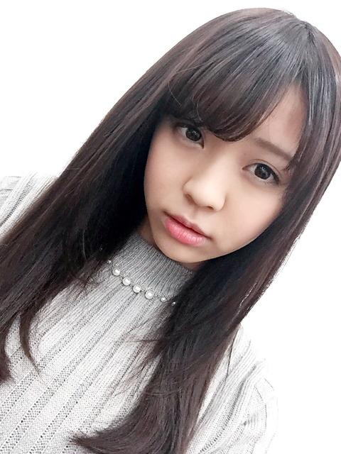 欅坂46小林由依「モー娘。さんのDVDを見るたびに亀井絵里さんを探してしまいます(´・_・`)」