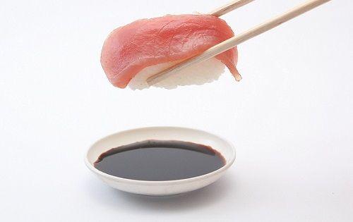 寿司を食べるときに醤油をシャリにつける底辺が13%もいることが判明!普通ネタにつけるだろwwwwwwwwww