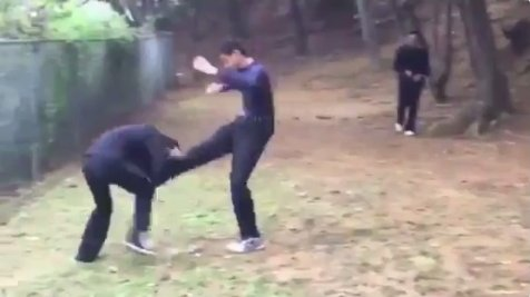 【動画あり】沖縄の中学生によるいじめ動画が流出!!一方的に殴る蹴るの暴行!!