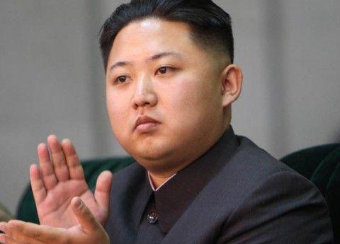 サッカーの試合後の北朝鮮側の応援席、ゴミが一切落ちていない