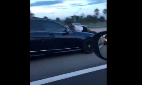 【動画】元彼が元カノの車のボンネットにしがみつく → 元カノがそのまま高速道路に行った結果・・・