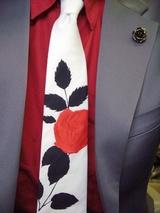 バラ柄のネクタイ