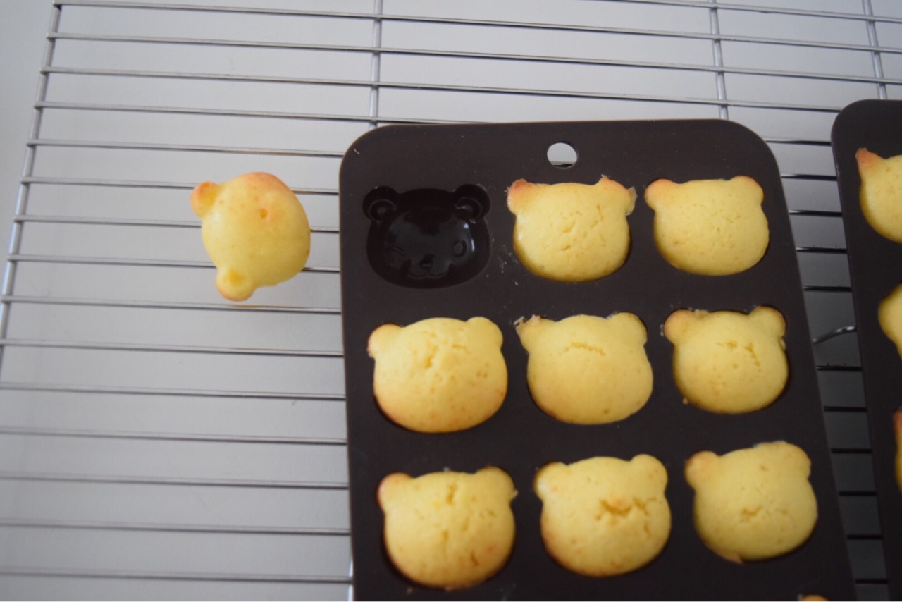 Daisoシリコンチョコモールドで小さな人形焼ロリポップ風プチケーキ
