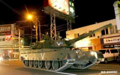 闇夜に走る戦車や装甲車…陸上自衛隊が長距離移動訓練 北海道