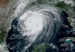 大型ハリケーン、米上陸へ 「生存不能」な高潮の恐れ