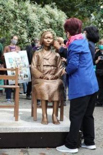 ベルリンに少女像設置 慰安婦問題で韓国系団体