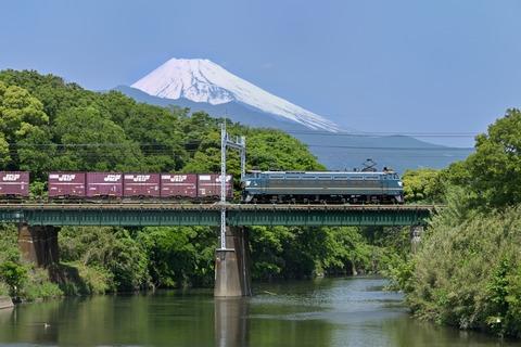 東海道本線を走るEF66