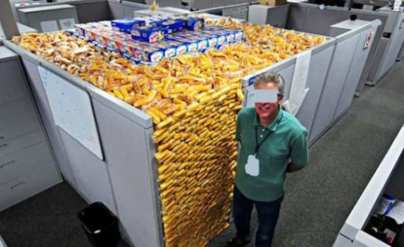 18-Ways-to-Mess-with-Your-Coworkers09-620x