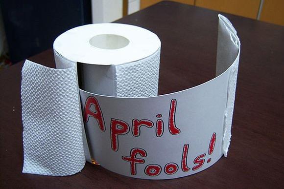 funny-aprils-fool-office-pranks-11-620x