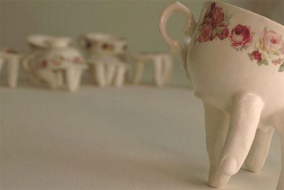 creative-mugs-walking-1