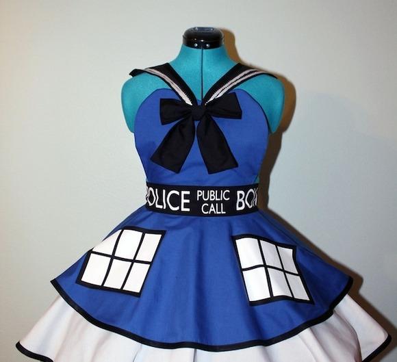 Sailor-TARDIS-cosplay-pinafore