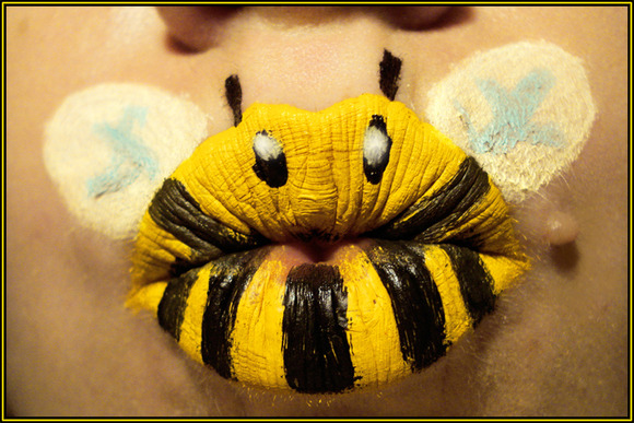 Bumble_Bee_by_viridis_somnio