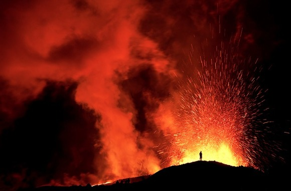active-volcano-photos-9