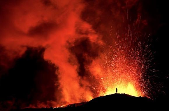 active-volcano-photos-9