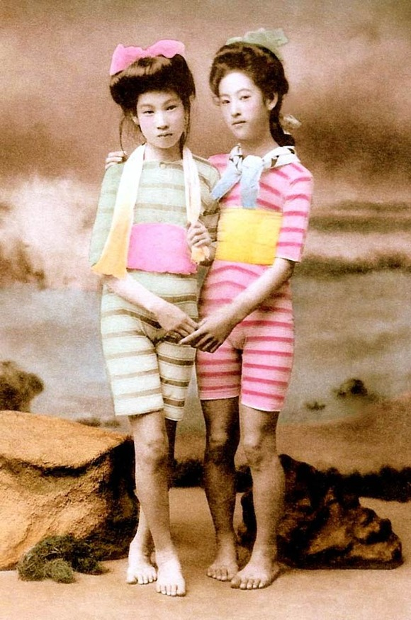 Swimsuit-girls-from-old-Japan-7