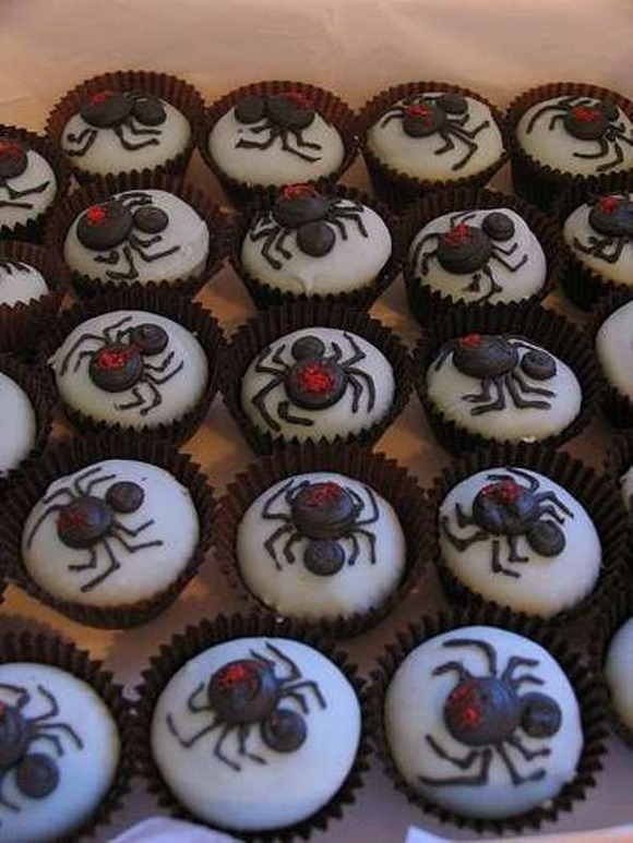beastly-baking-10-awesome-halloween-cupcake-designs