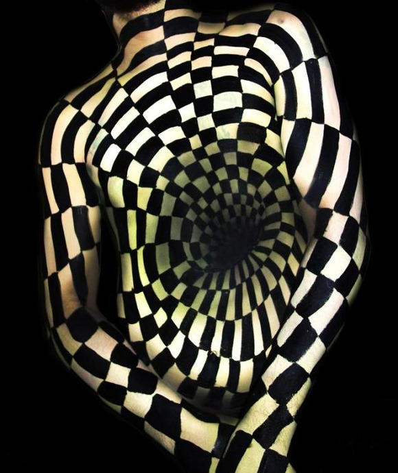 illusion-Body-Painting-Natalie-Fletcher