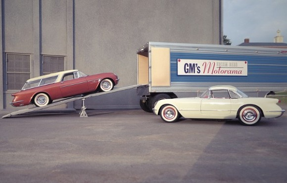 Michael-Paul-Smith-Forced-Perspective-Model-Cars-7-600x383