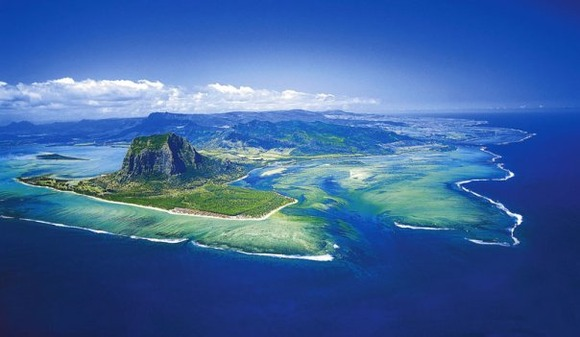 underwater-waterfall-trench-le-morne-mauritius-4