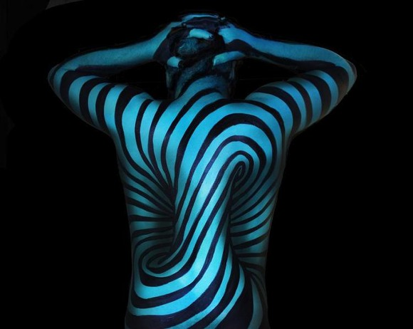 Illusion-2-Body-Painting-Natalie-Fletcher