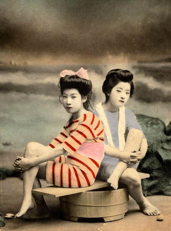 Swimsuit-girls-from-old-Japan-18