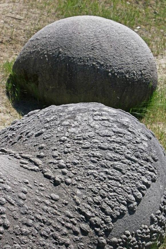 川にある岩石