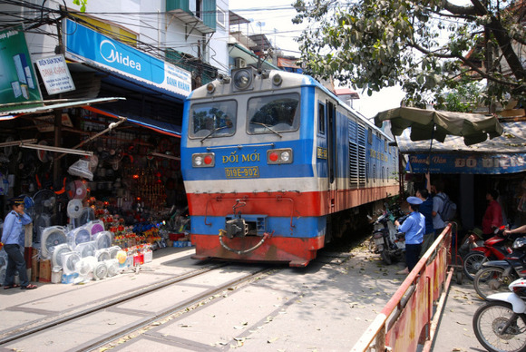 Railway-Hanoi7